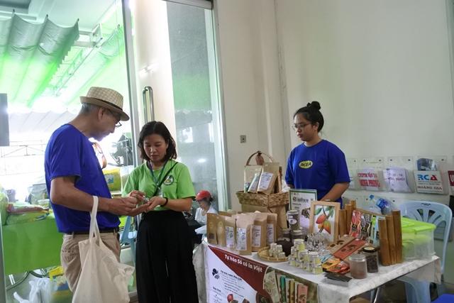 Đi Phiên chợ Xanh khám phá sản phẩm mới và mua nông sản từ nhà sảnxuất